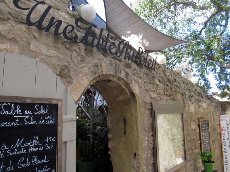 Les Baux de Provence, restaurant Une table au soleil
