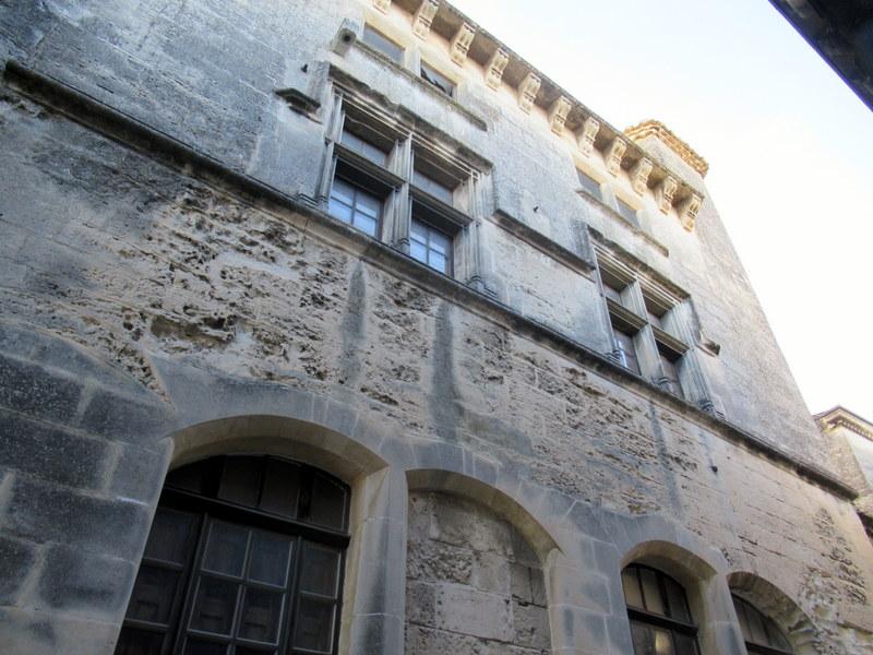 Les Baux de Provence, façade Renaissance, fenêtre à meneaux