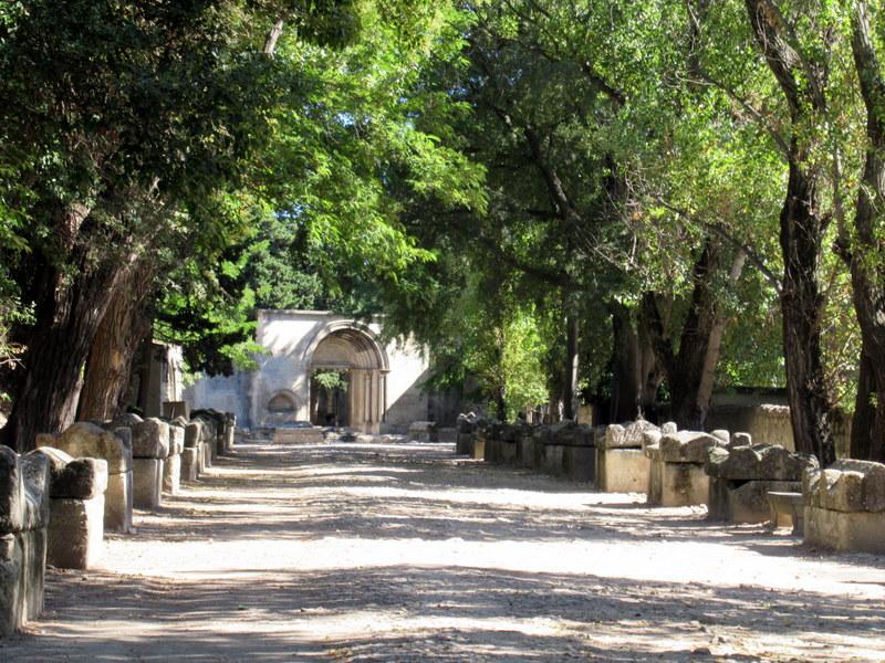 Arles, allée des Alyscamps, sarcophages