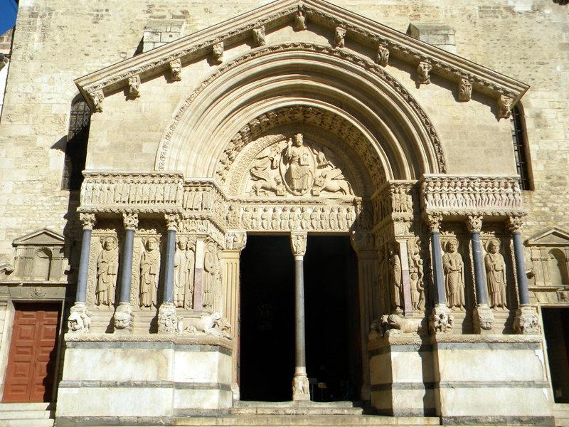 Arles, portail de l'église Saint-Trophyme