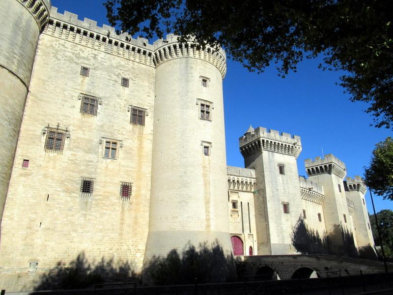 Château de Tarascon, tours et créneaux