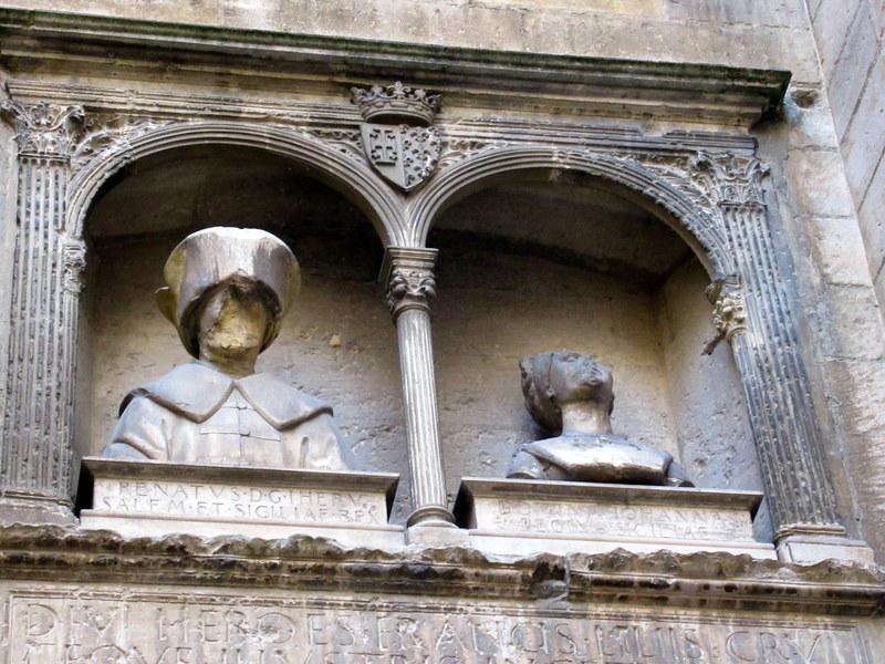 Château de Tarascon, bustes du roi René et de la reine Jeanne