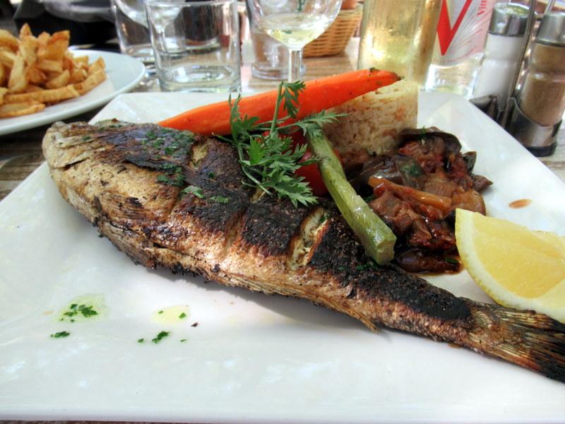 Provence, Fontvieille, Brasserie La Cuisine, daurade