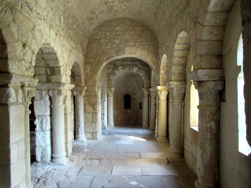 Provence, abbaye de montmajour, crypte romane