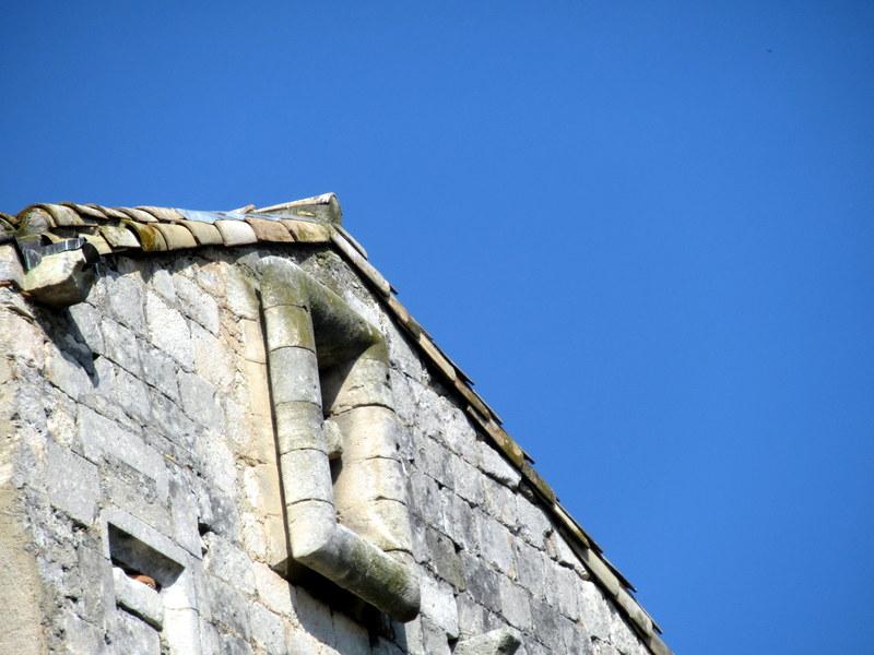 Provence, abbaye de Montmajour, encadrement de fenêtre à boudins