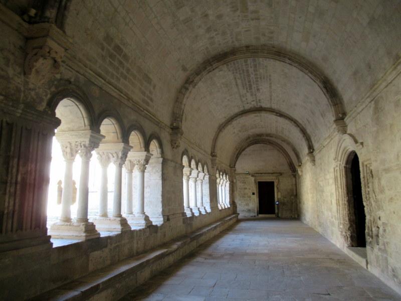 Provence, abbaye de Montmajour, le cloître