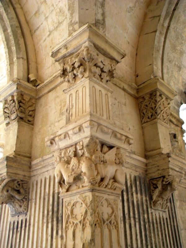 Provence, abbaye de Montmajour, cloître, sculpture sur un chapiteau