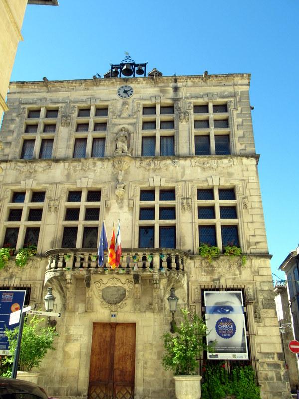 Tarascon, façade de l'Hôtel de Ville