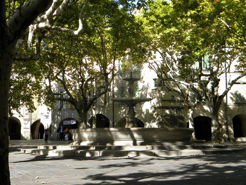 Uzès, Place aux Herbes