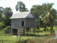 Maison-de-village-sur-pilotis.jpg